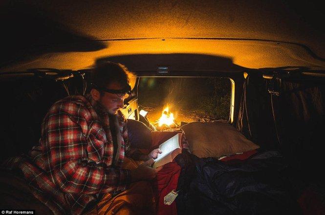 Raf Horemans xin nghỉ việc, lái xe đi khắp nước Úc.