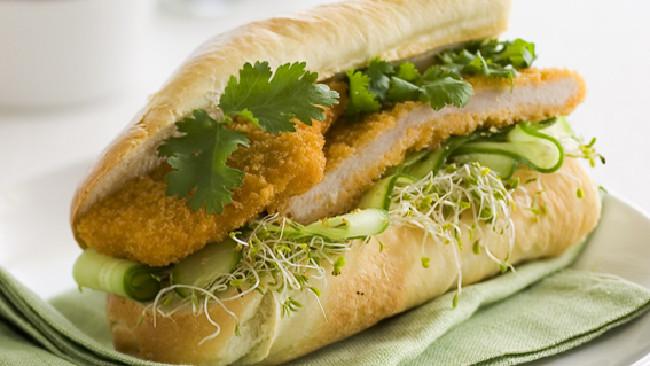 Người ta tin rằng món bánh mỳ thịt gà chính là nguyên nhân gây ra đợt ngộ độc.