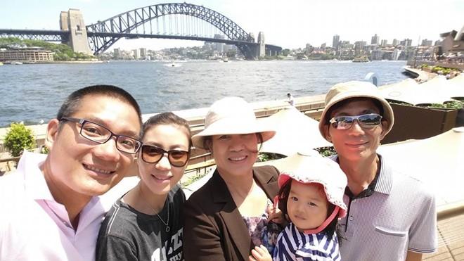 Nguyễn Tuyết Trang và gia đình tại thành phố Sydney. Ảnh: Tuyết Trang