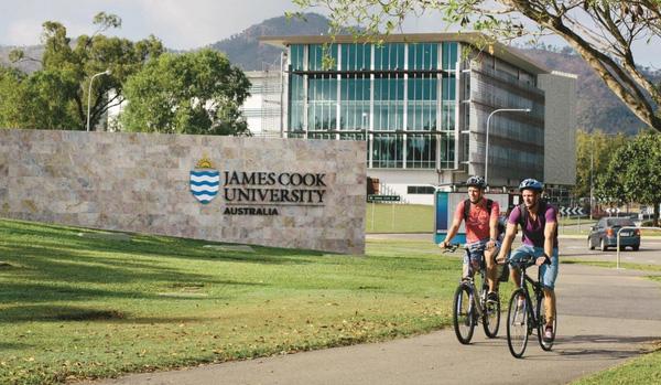 Đại học James Cook Brisbane.