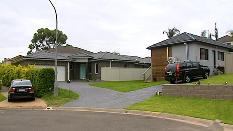 Nathan đã mua căn nhà bên phải