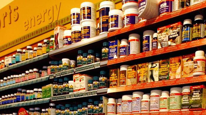 Các loại dược thảo trên một kệ hàng ở Canberra
