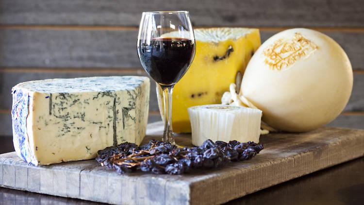 0 - 9 nhà hàng nổi tiếng nhất để thưởng thức phô mai và rượu ở Melbourne