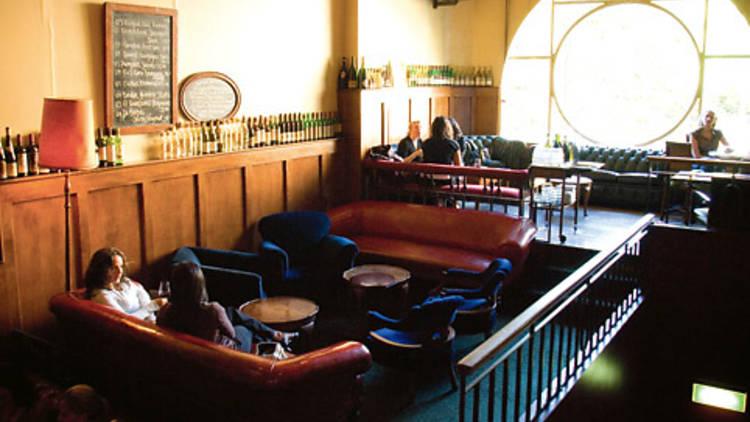 2 2 - 9 nhà hàng nổi tiếng nhất để thưởng thức phô mai và rượu ở Melbourne