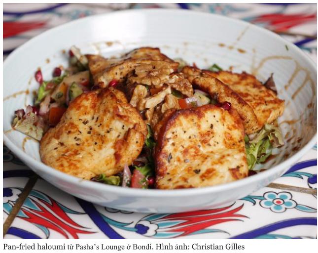 Pan fried haloumi từ Pasha's Lounge ở Bondi. Hình ảnh Christian Gilles - 10 địa điểm ăn uống tại Sydney cực ngon mà không làm cháy túi của bạn