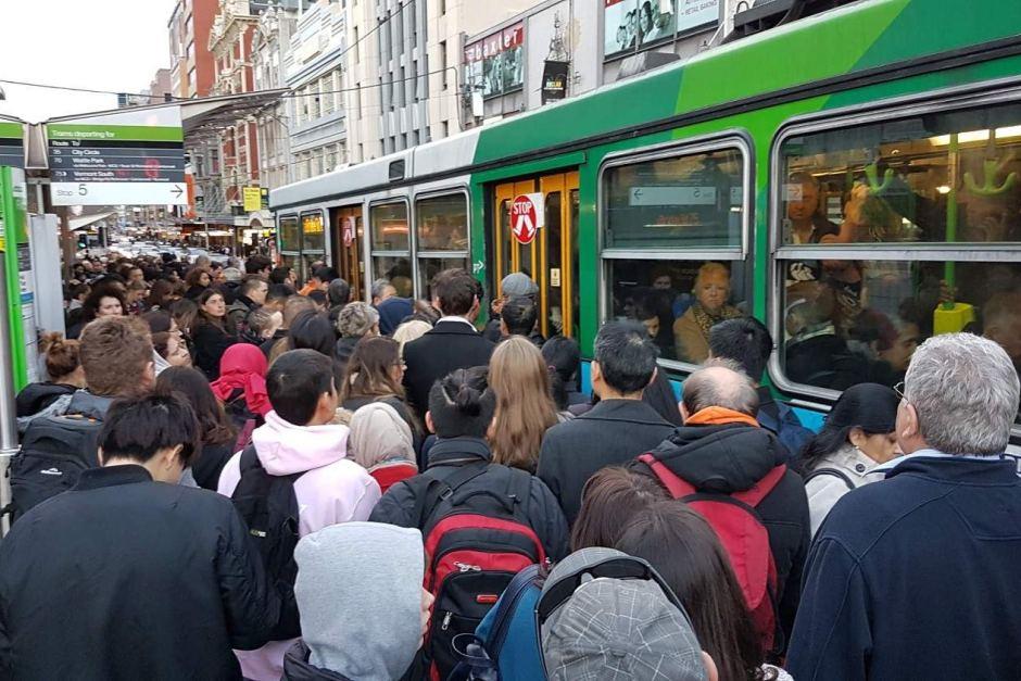 Hàng ngàn hành khách đi tàu ngày hôm đó đã bị ảnh hưởng