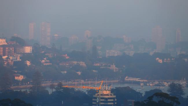Nhiều vùng tại NSW có độ hanh khô tăng cao dễ xảy ra hỏa hoạn - Sydney bị bao phủ trong mây khói mù cuối tuần này nhiều vùng có khả năng xảy ra hỏa hoạn