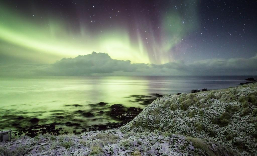 The Aurora on Macquarie Island by Nick Fitzgerald 08 - Điểm danh những địa điểm đẹp nhất Úc được UNESCO công nhận