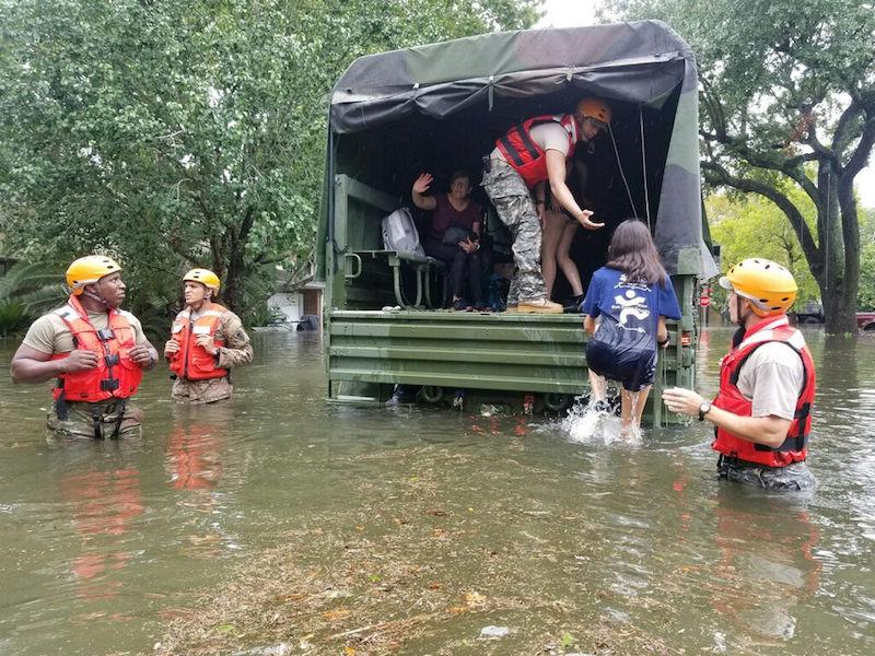 harveyrelief1 - Tỷ phú gốc Việt Hoàng Kiều tặng 5 triệu đô la vào quỹ cứu trợ nạn nhân cơn bão Harbey