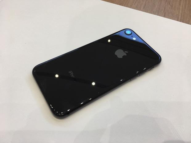 iphone x va iphone 8 chinh thuc ra mat co dat hang ngay thang 9 14 - Chiêm ngưỡng cận cảnh Iphone X và Iphone 8 mới được ra mắt