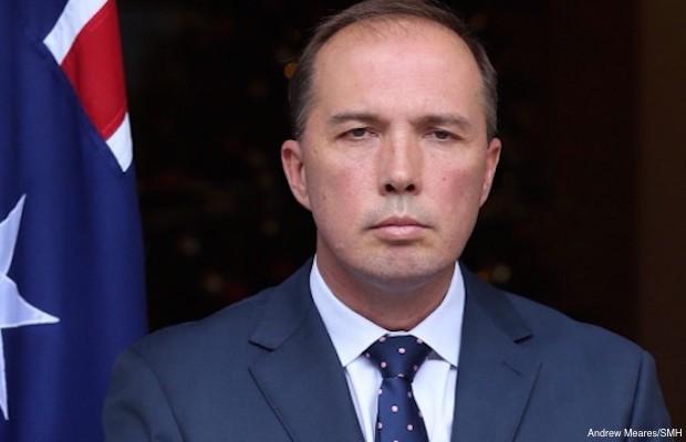 """peter dutton satire 620x400 - Thêm 2 đảng XANH và NXT phản đối luật định cư Úc mới và nói luật này """"đặt điều"""""""
