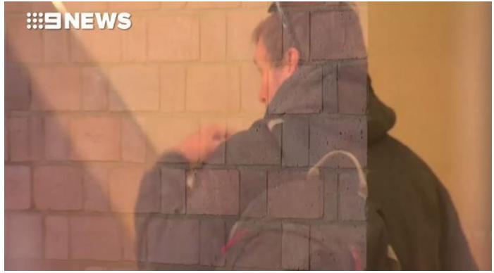 quay len nha ve sinh cong cong 2 - Kẻ bệnh hoạn chuyên quay lén nhà vệ sinh công cộng lĩnh án 20 tháng tù