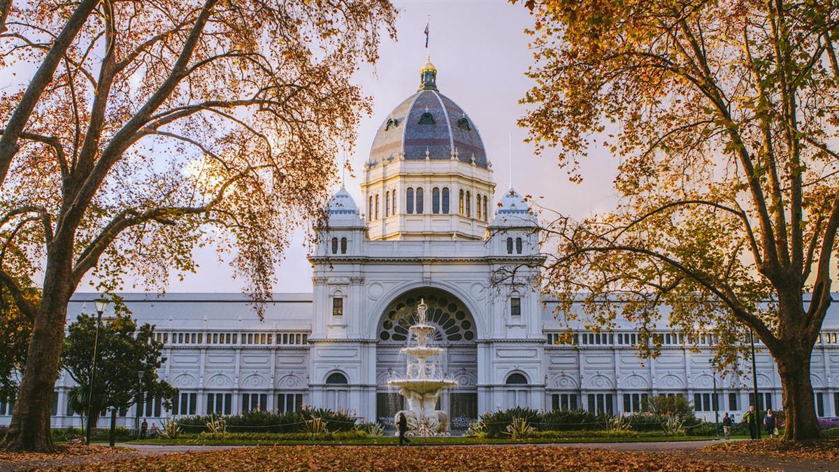royal exhibition building autumn mel r credit roberto seba 1413882 1900x600 1 - Điểm danh những địa điểm đẹp nhất Úc được UNESCO công nhận