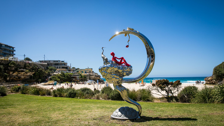 Autumn Moon in the Sky - ĐỘC LẠ triển lãm sản phẩm điêu khắc bên bờ biển lớn nhất thế giới tại Bondi Beach Sydney