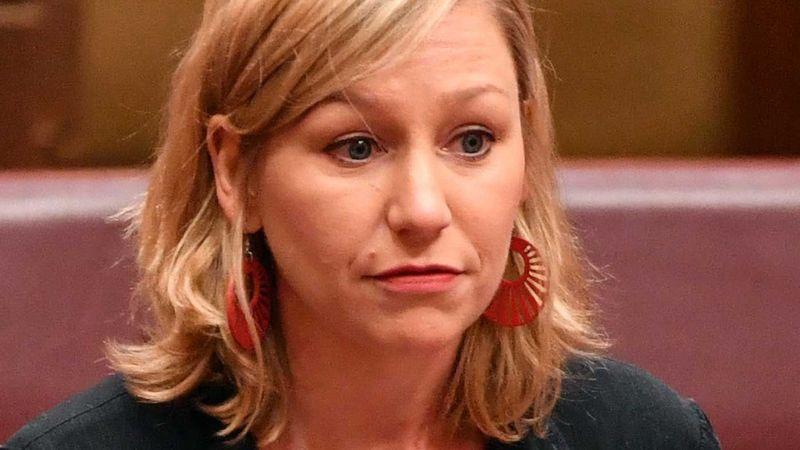 """Larissa Waters - Nội các Úc """"cùng đưa nhau ra tòa"""" về vấn đề sử dụng 2 quốc tịch"""