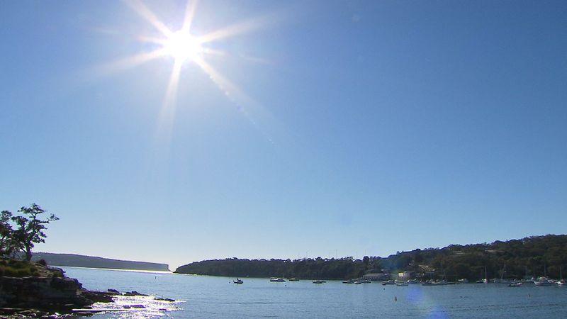 Mặt trời chiếu khá mạnh mẽ trên biển Balmoral. 9News - Thời tiết 4 mùa diễn ra ở Sydney, từ nóng sang lạnh chỉ trong 1 ngày