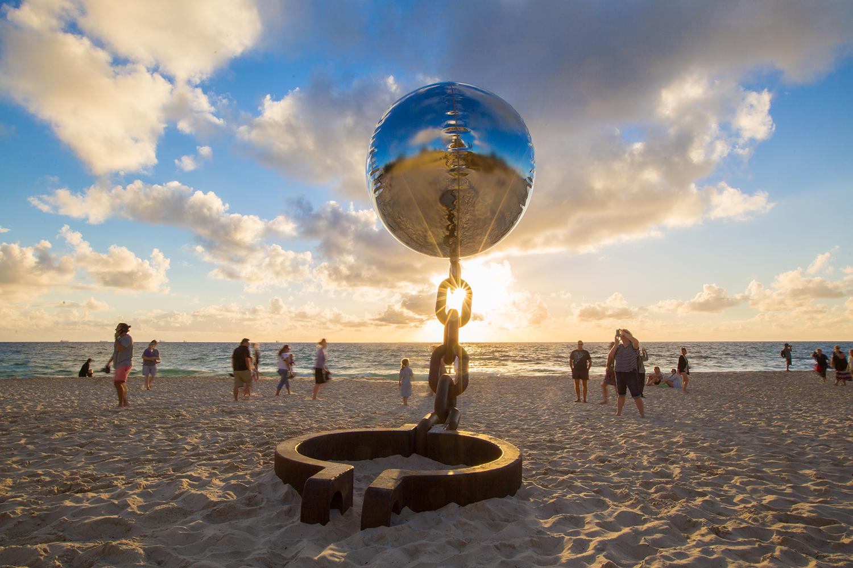 NortonFlavel luckycountry SxSCottesloe2015 GCarr 2 - ĐỘC LẠ triển lãm sản phẩm điêu khắc bên bờ biển lớn nhất thế giới tại Bondi Beach Sydney