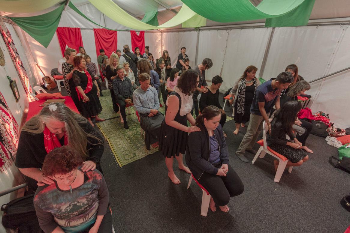 traditional healing with the Te Kopere Healers - Lễ hội miễn phí BỮA TIỆC CHO TÂM HỒN Homeground tại Sydney