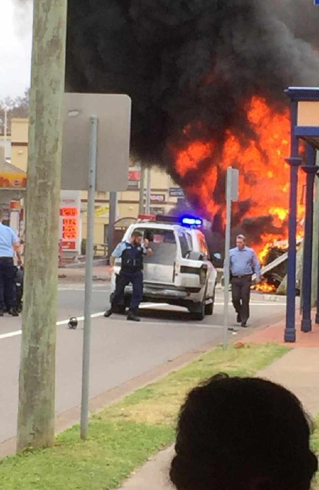 xe dien boc chay lam 5 nguoi bi thuong 1 - Xe điên bốc cháy làm 5 người bị thương