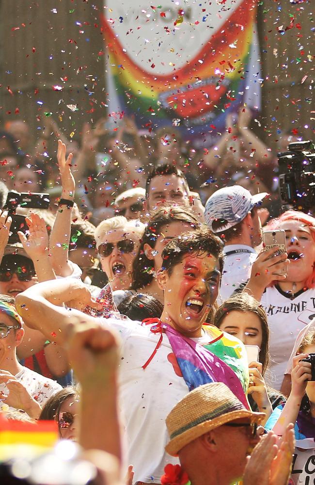 nguoi uc mung trong dem sau ket qua hon nhan dong tinh 1 - Người Úc ăn mừng trong đêm sau kết quả hôn nhân đồng tính