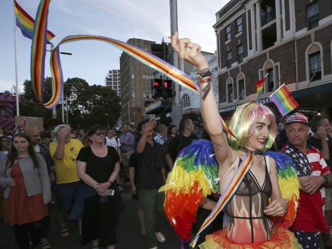 nguoi uc mung trong dem sau ket qua hon nhan dong tinh 5 - Người Úc ăn mừng trong đêm sau kết quả hôn nhân đồng tính