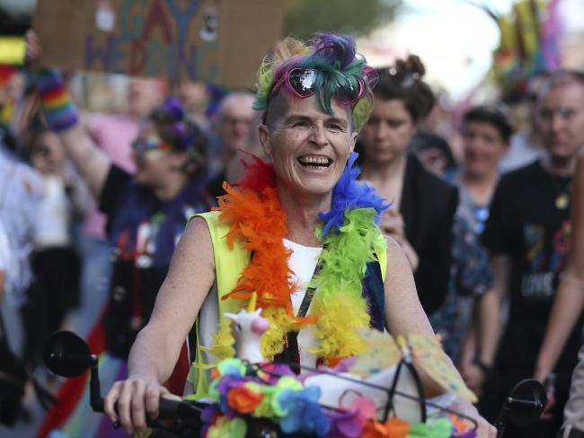 nguoi uc mung trong dem sau ket qua hon nhan dong tinh 6 - Người Úc ăn mừng trong đêm sau kết quả hôn nhân đồng tính
