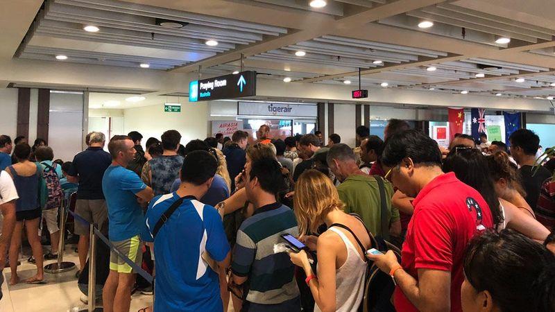 2222 - Hàng ngàn người Úc vẫn mắc kẹt tại Bali