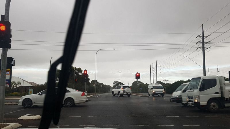 Mùa hè đâu rồi Khi mà không khí lạnh và mưa bão tràn ngập lãnh thổ Úc 1 - Mùa hè đang ở đâu? Khi mà không khí lạnh và mưa bão tràn ngập lãnh thổ Úc