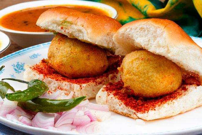 Vada pav Ấn Độ - Bánh mì Vietnam xếp thứ 2 trong top 10 món sandwich ngon nhất thế giới