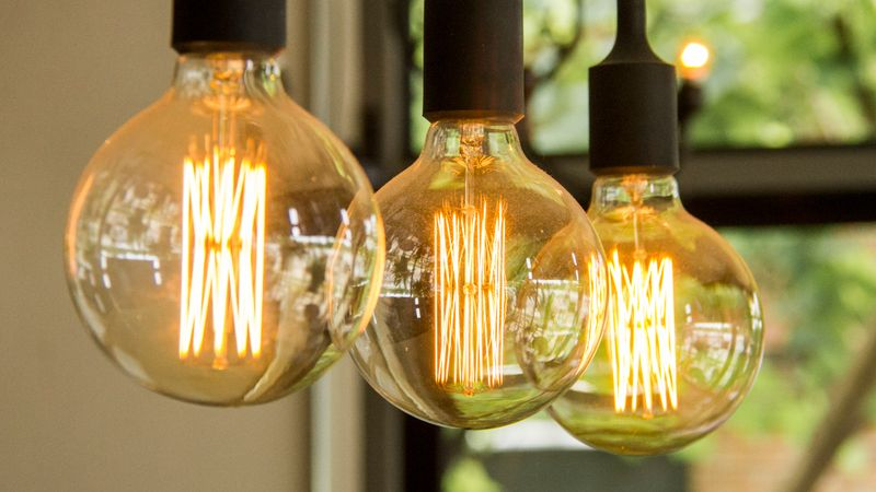 http 2F2Fprod.static9.net .au2F 2Fmedia2F20172F102F162F082F512F171016 EnergyElectricityPowerLightBulb - Dự báo chi phí hóa đơn điện sẽ giảm xuống trong năm 2018