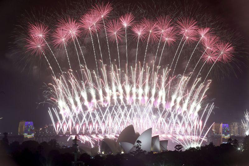 """http 2F2Fprod.static9.net .au2F 2Fmedia2F20172F122F052F132F062F20170101001293029024original - Chờ đợi màn pháo hoa đón năm mới """"mãn nhãn"""" nhất tại Cầu cảng Sydney"""