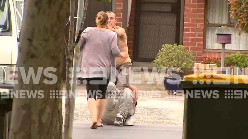 http 2F2Fprod.static9.net .au2F 2Fmedia2F20172F122F182F172F212FSTILL - Sững sờ hai người đàn ông đánh nhau bị tụt quần giữa đường phố Melbourne