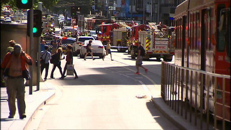 http 2F2Fprod.static9.net .au2F 2Fmedia2F20172F122F212F172F412F171221 RAW FLINDERS2 - BREAKING NEWS: Tai nạn kinh hoàng xe đâm vào người đi bộ tại Flinders Street trung tâm Melbourne