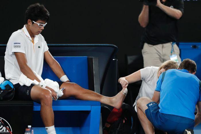 """y là lý do tại sao Hyeon Chung phải bỏ chơi sớm trong giải Australian Open - Đây là lý do tại sao Hyeon Chung phải """"bỏ cuộc chơi"""" trong giải Australian Open"""