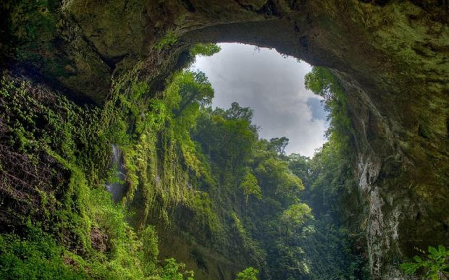 hang son doong  - Sơn Đoòng - Hang động lớn nhất thế giới ở Việt Nam gặp nguy hiểm bởi dự án cáp treo đưa khách du lịch vào hang