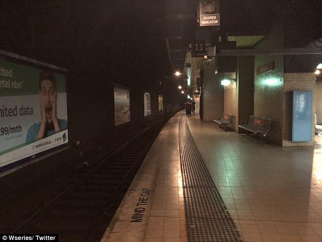 4976747E00000578 5420341 image a 2 1519264666485 - Toàn bộ hệ thống tàu điện ở Sydney bị ngưng trệ do sự cố hệ thống điện