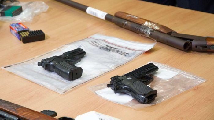 yH5BAEAAAAALAAAAAABAAEAAAIBRAA7 - Thắt chặt an ninh sau vụ việc hơn 50 khẩu súng bị đánh cắp từ một cửa hàng vũ khí tại Melbourne