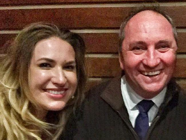 can phai cam tinh duc giua chinh khach va nhan vien 2 - Scandal -phó thủ tướng Úc Barnaby Joyce bị yêu cầu từ chức vì quan hệ tình dục với nhân viên