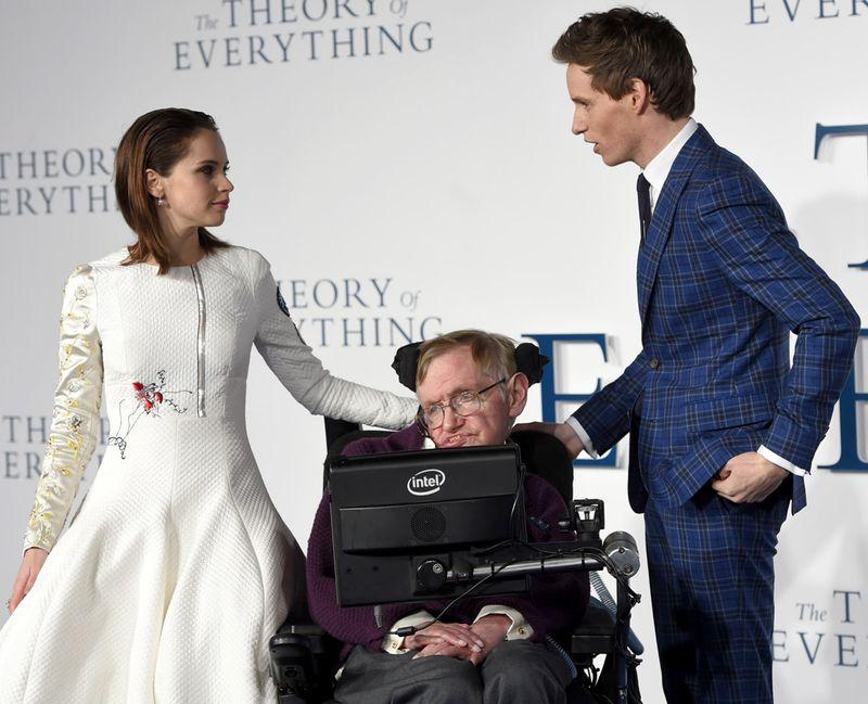 Giáo sư thiên tài Stephen Hawking đã qua đời ở tuổi 76