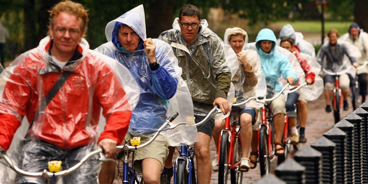 Sydney cyclists leave their helmets behind to fight against fines - Sydney: Biểu tình phản đối luật buộc đội mũ bảo hiểm khi đi xe đạp ở Úc