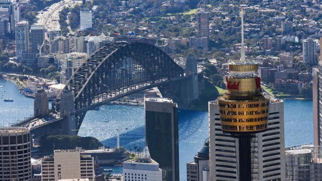 mot nguoi dan ong tu tu tu thap sydney 1 - Một người phụ nữ tự tử ở tháp Sydney