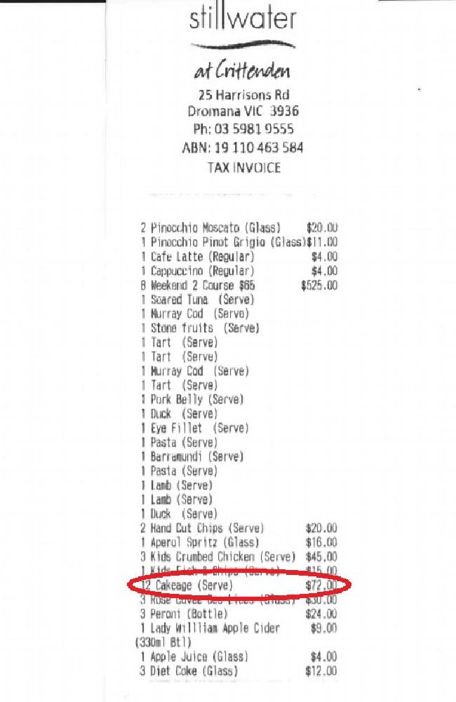 mot nha hang o vic tinh phi 72 cho viec cat banh sinh nhat 1 - Một nhà hàng ở VIC tính phí $ 72 cho việc cắt bánh sinh nhật