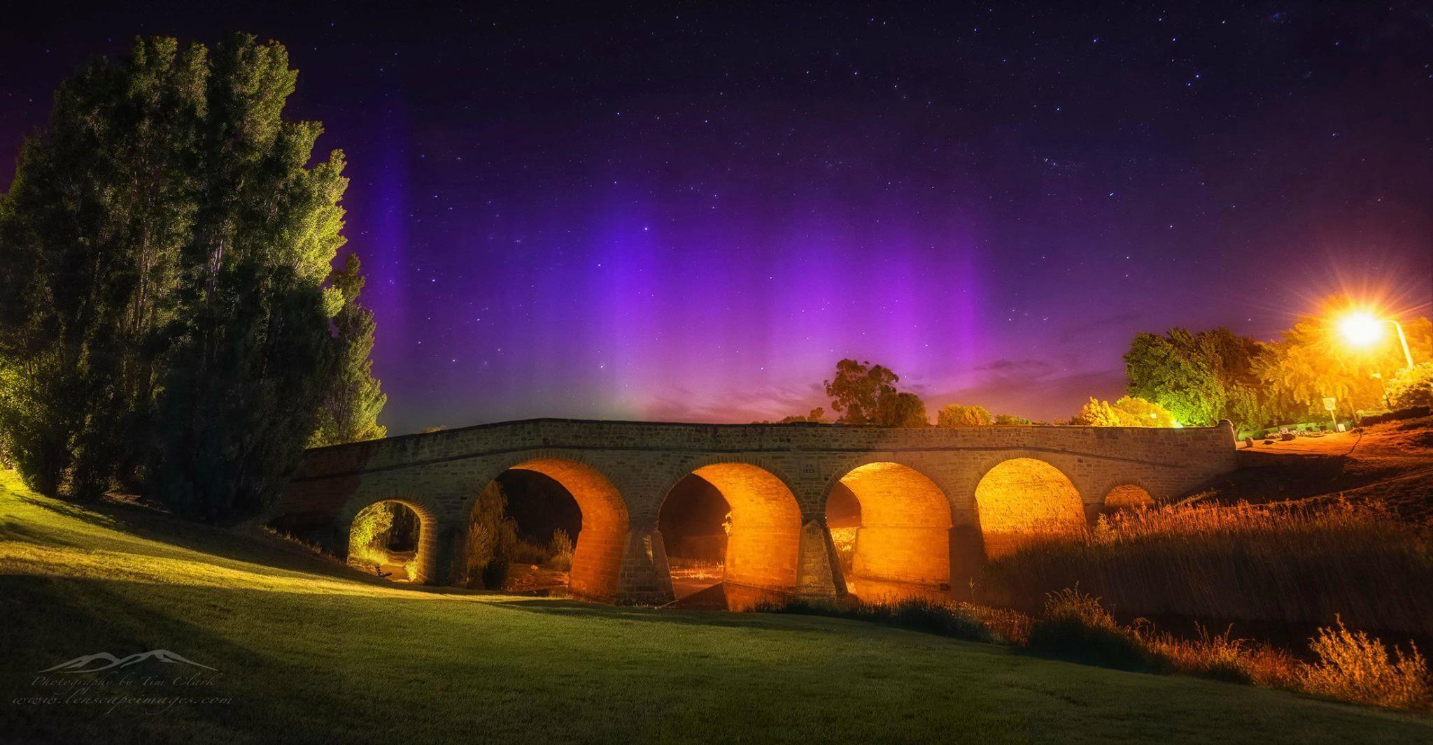 Aurora Australis over Richmond Bridge Tasmania. - Những điểm tuyệt nhất để xem Nam cực quang ở Melbourne