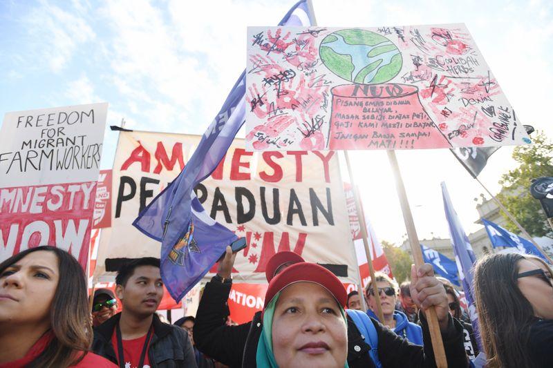 20180509001344883916original 1 - Công nhân Victoria biểu tình đòi tăng lương
