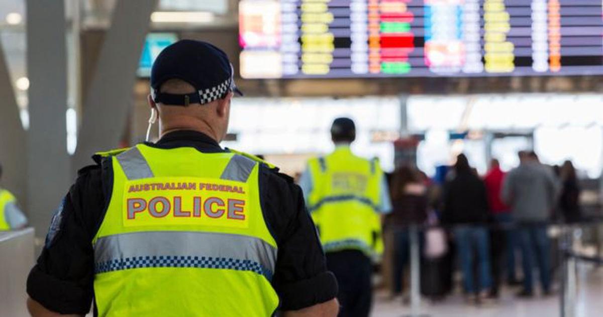 uc airport security afp 1508730156675 0 0 347 660 crop 1508730307884 - Luật mới cho phép cảnh sát kiểm tra ID của khách tại sân bay mà không cần lý do