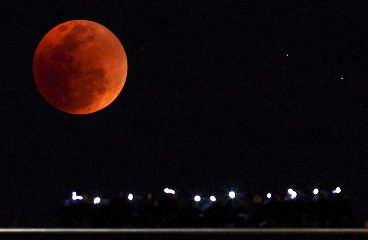blood Moon - Hướng dẫn xem nguyệt thực dài nhất thế kỷ ở Sydney