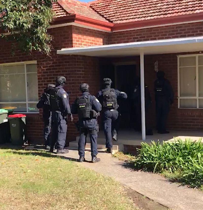 http 2F2Fprod.static9.net .au2F 2Fmedia2F20182F072F162F122F042FCannabis bust 05 - Sydney: Bắt giữ nhóm tội phạm trồng cần sa trái phép trị giá lên đến $6.2 triệu
