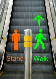 standing on the left side - 5 điều bạn nên giải thích trước khi bố mẹ đến Úc thăm bạn