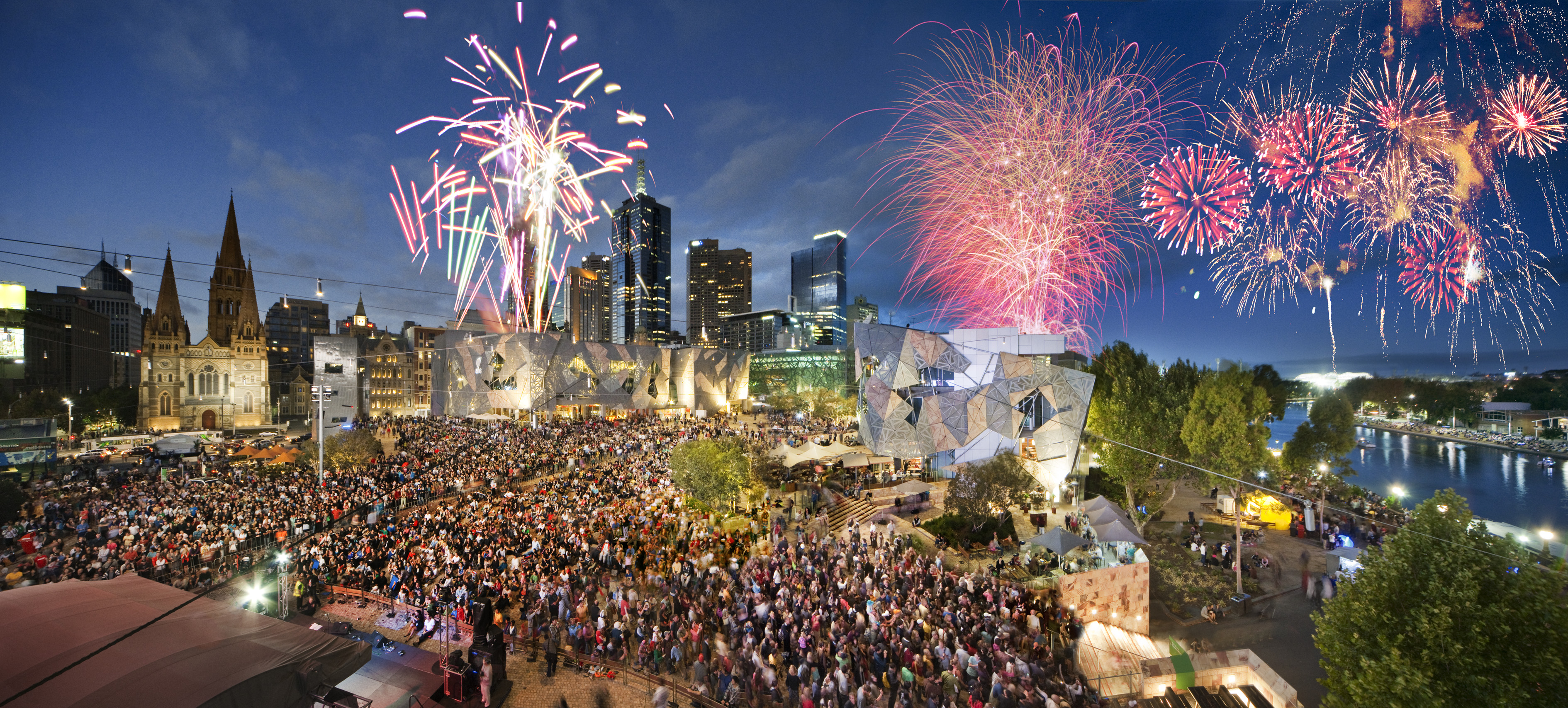 Melbourne's New Years fireworks crowd